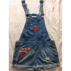 Forever 21 distressed overall shorts w/ patches 30